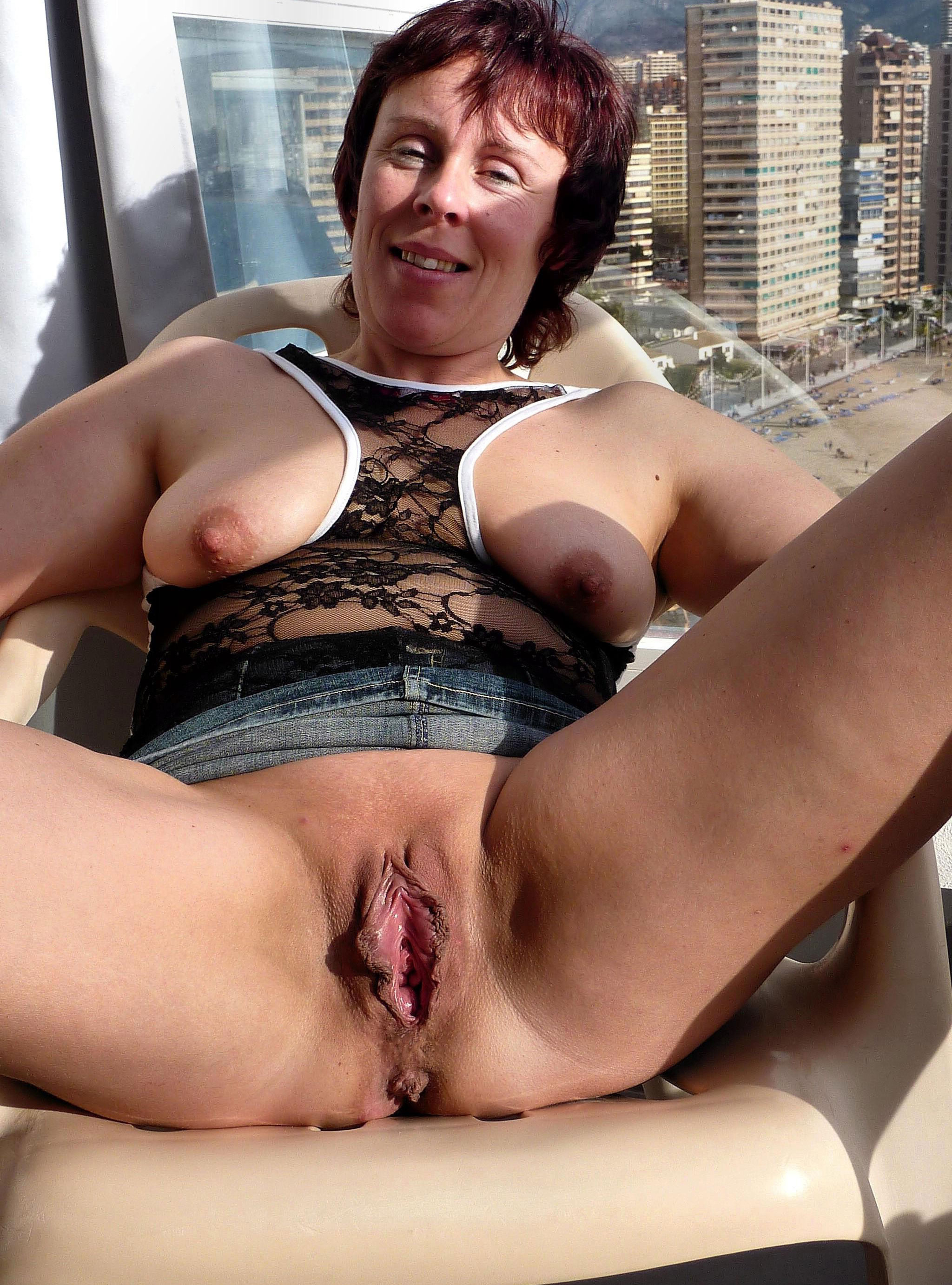 Mature pussy nude